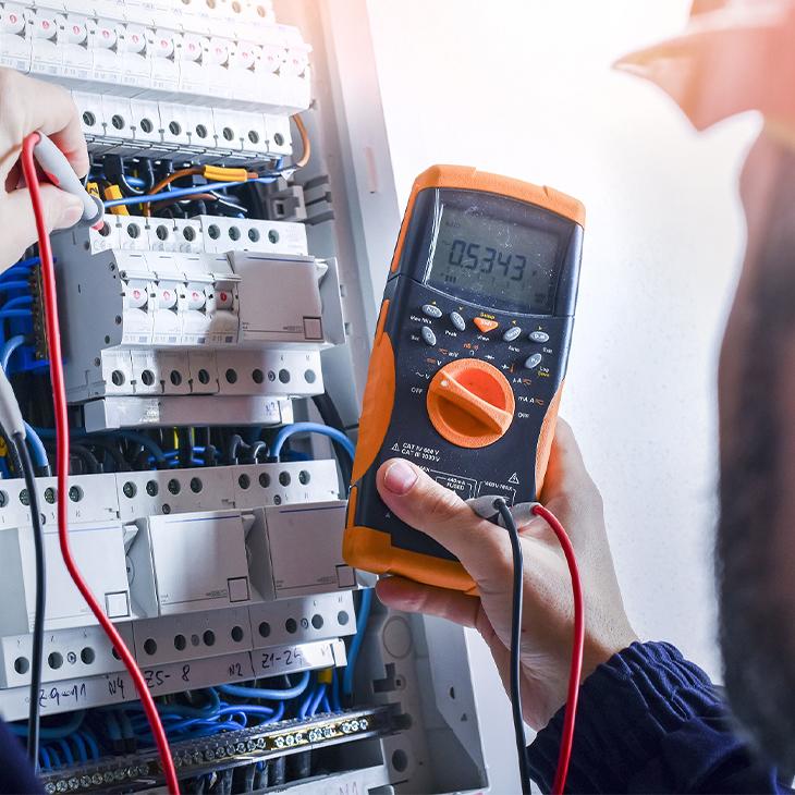 Risks Of Hiring Unreliable Industrial Electrical Contractors