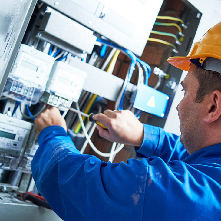 Key Factors To Consider When Hiring A Reliable Industrial Electrical Contractor